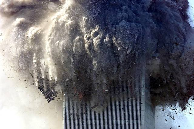 9/11 2001 twintower collapsing photo by chang lee